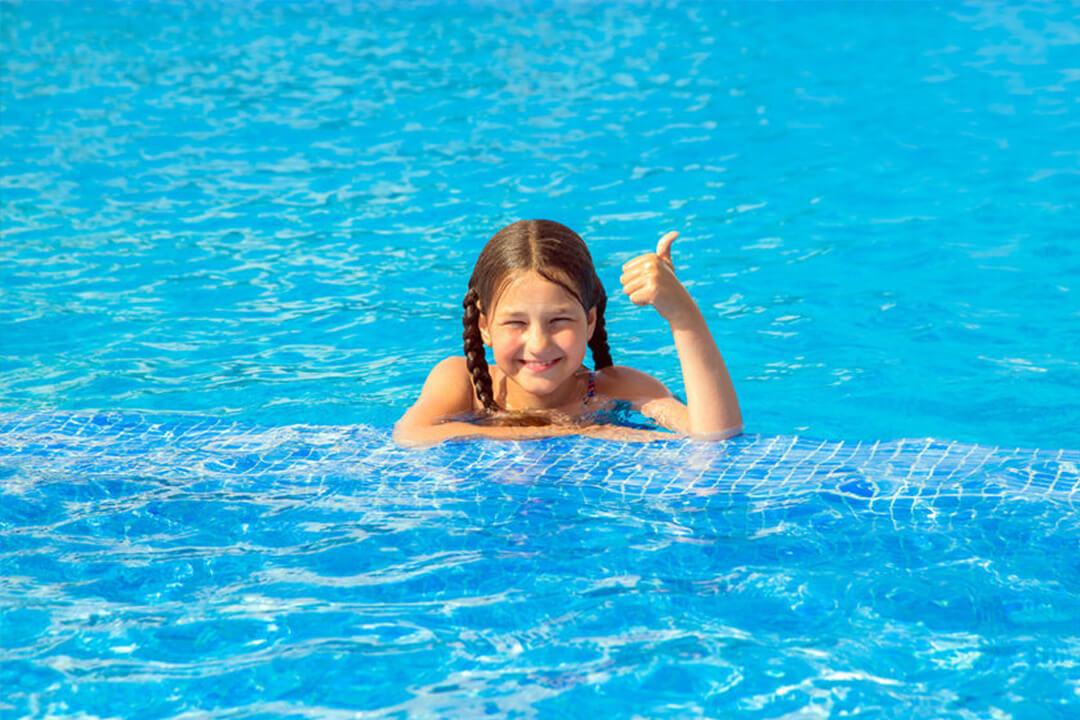 Lenyűgözően modern medencékben fürödhetnek a gyermekek is!